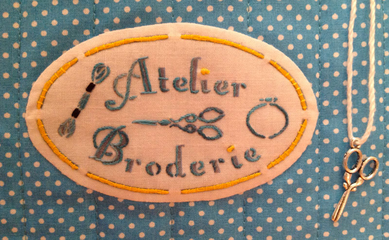 Trousse broderie main